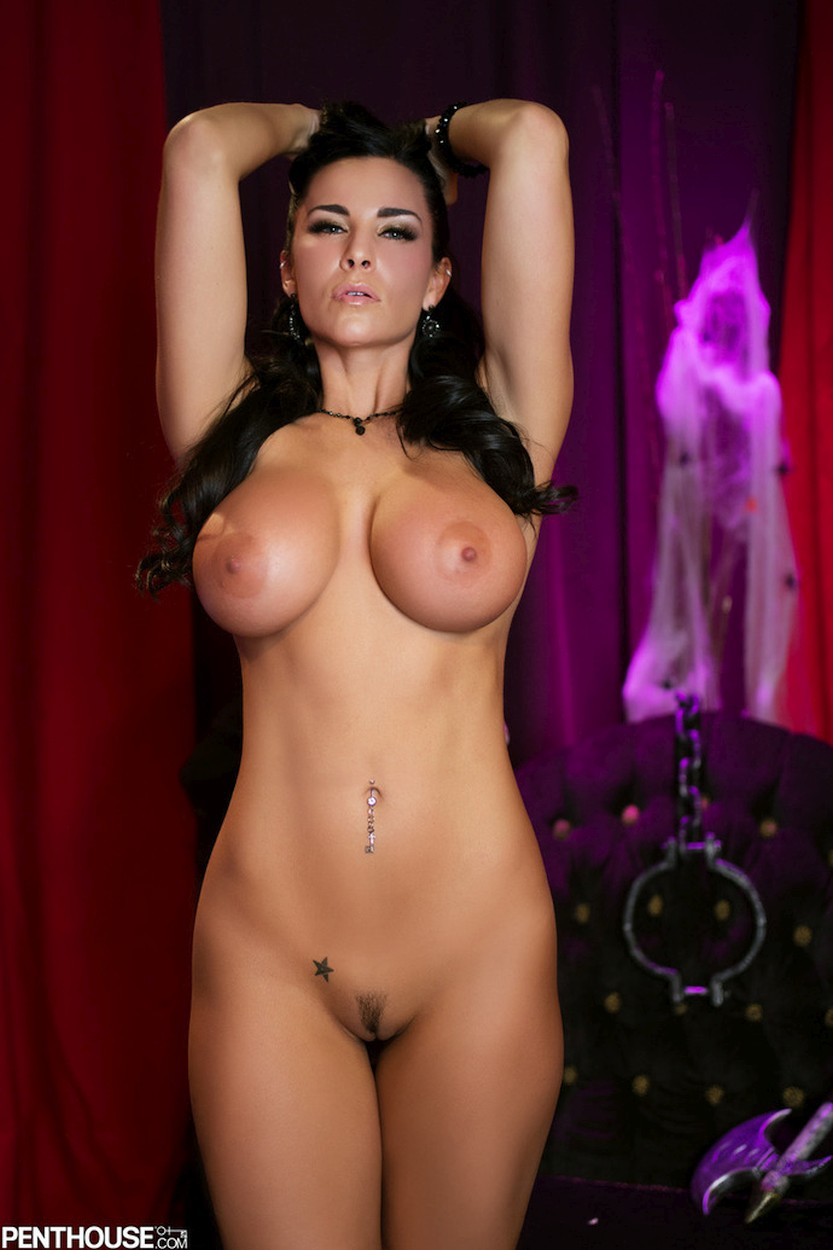 Laura-Lee-big-tits-gets-naked-15