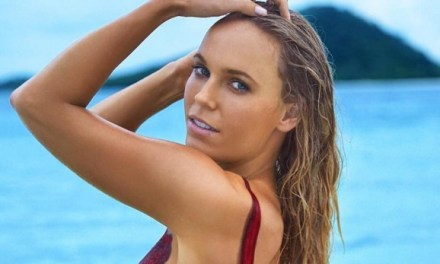 Caroline Wozniacki ziet er sexy uit voor Sports Illustrated Swimsuit Edition