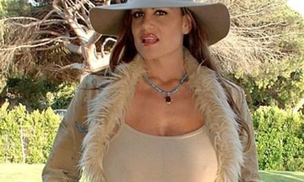 Een geil oud wijf met grote tieten, Kelly Madison