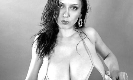 Mooie Slowaakse vrouw, Anya Zenkova, heeft grote tieten