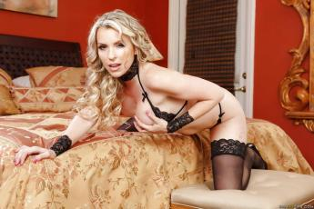 courtney-cummz-geile-milf-en-kantoorslet-06