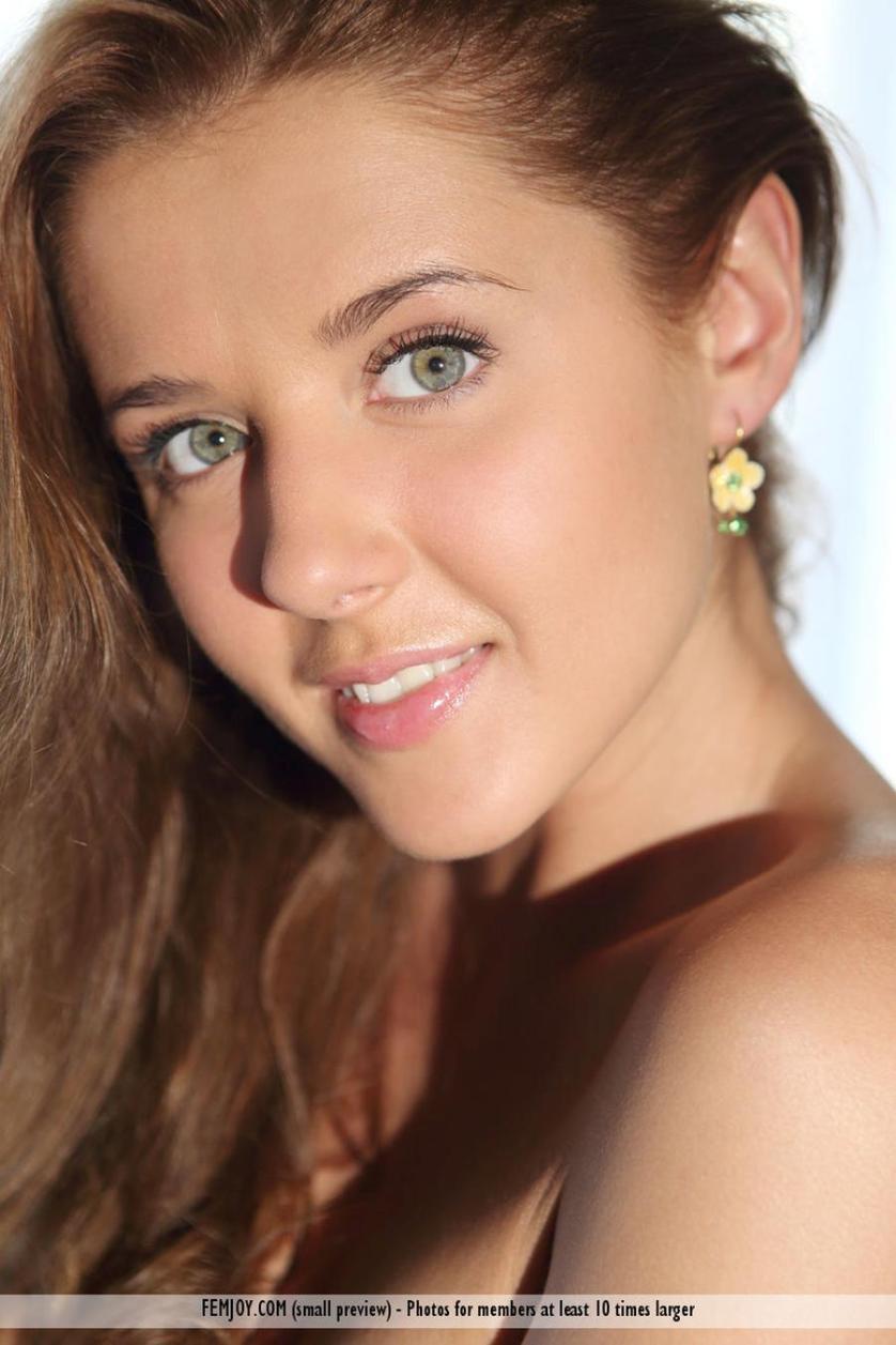 davina-mooie-jonge-vrouw-helemaal-bloot-016