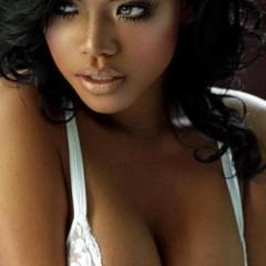 Donkere amateur vrouwen, ook grote tieten, in sexy lingerie