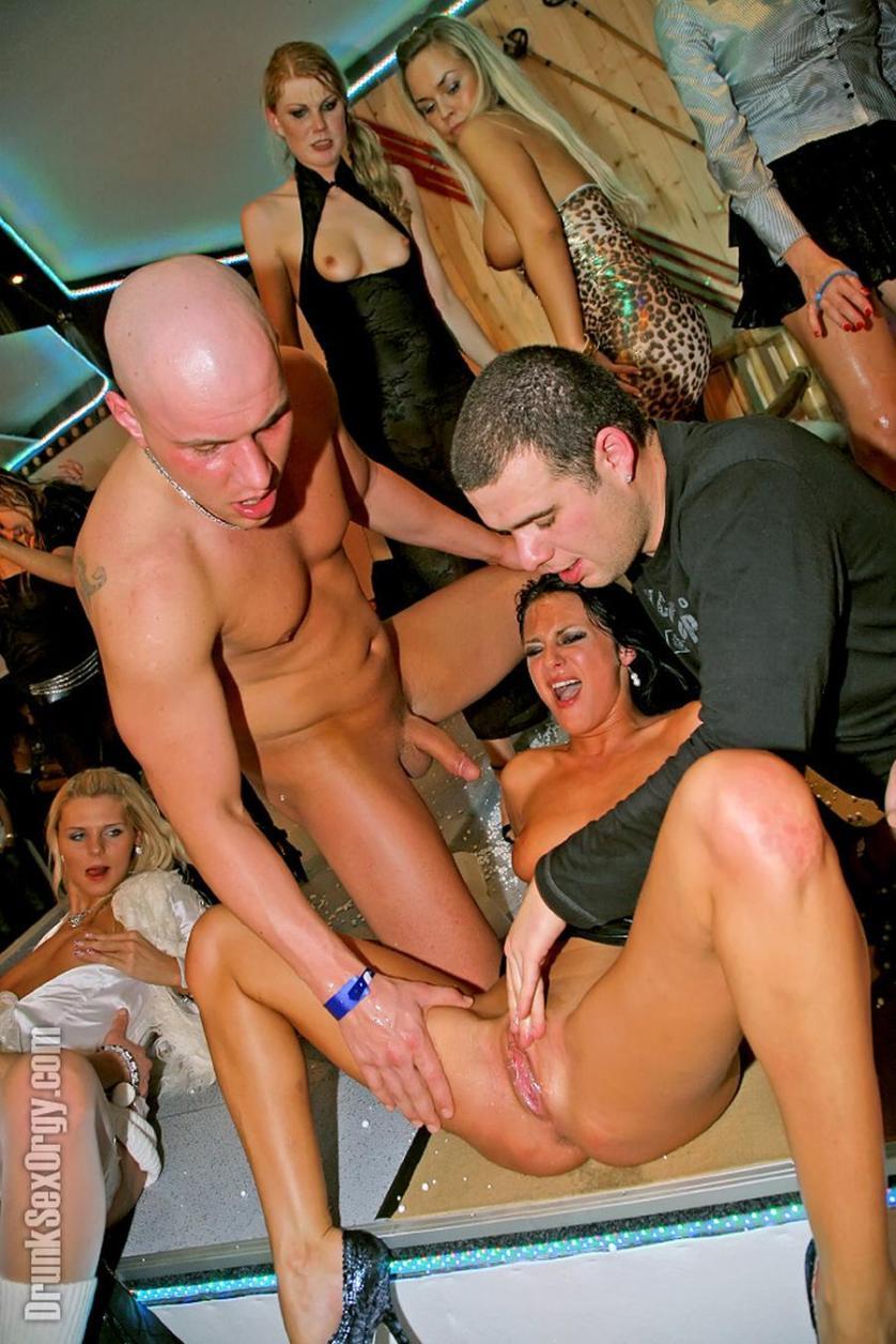 dronkenk-vrouwen-sex-een-orgie-14