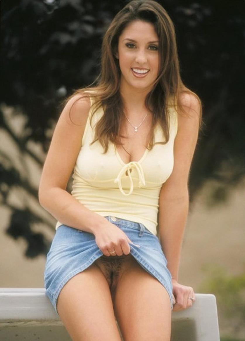 amateur-vrouwen-korte-rokjes-geen-ondergoed-04