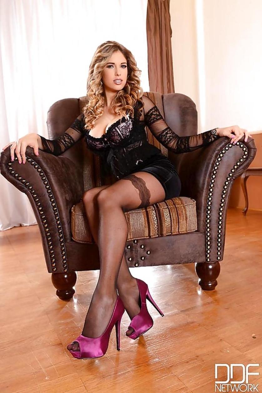 eva-parcker-sexy-voeten-en-lingerie-01