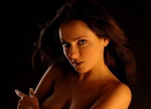 Erotische naaktfoto's van Eve, daar wordt je vrolijk van
