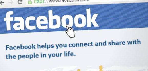 Tieners hebben seks, via Facebook-live stream kijken klasgenoten mee