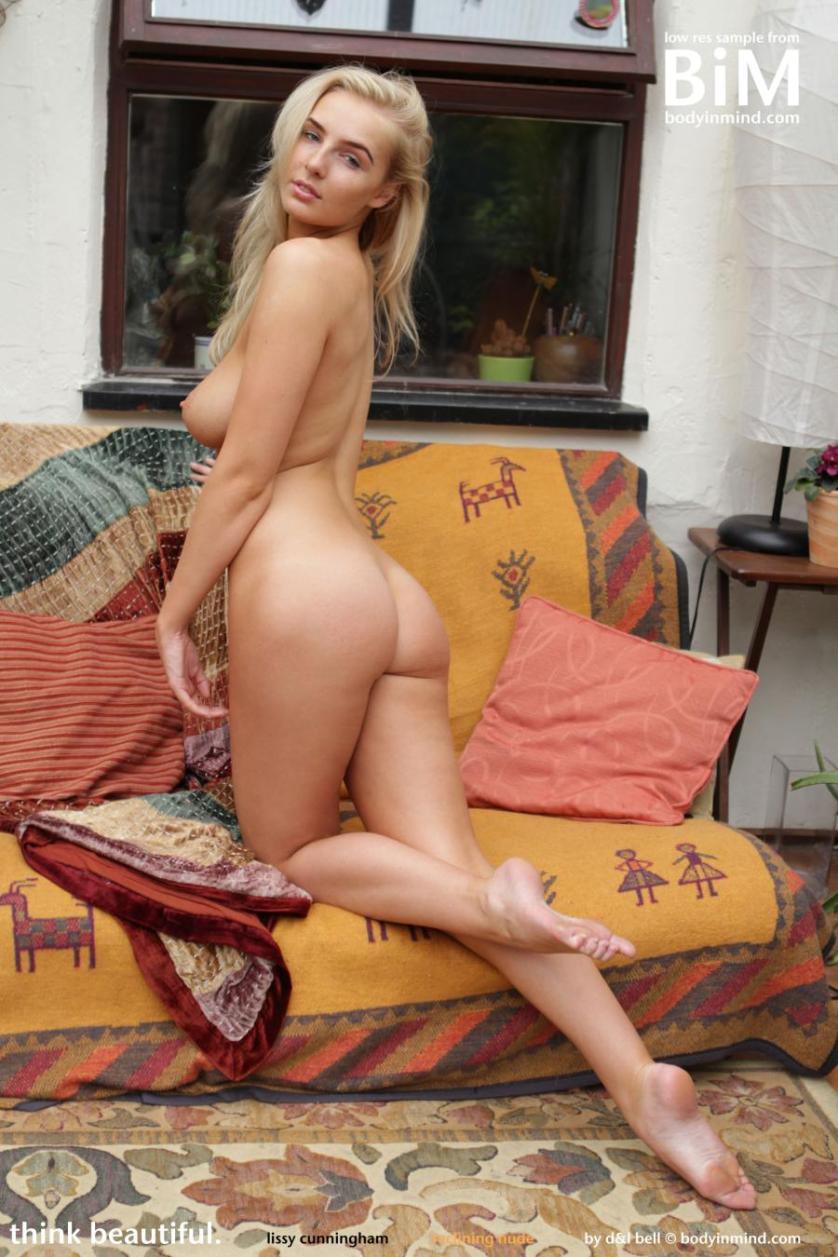 lissy-blond-lekker-en-helemaal-naakt-09