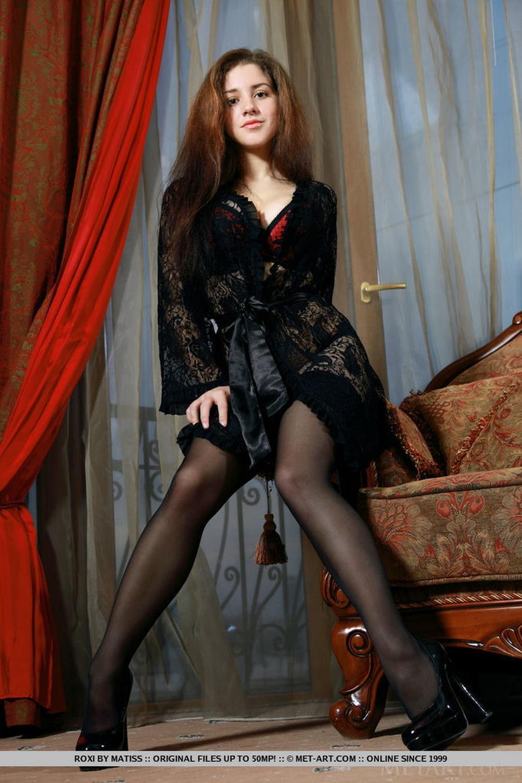 sexy-brunette-grote-tieten-in-geile-lingerie-05