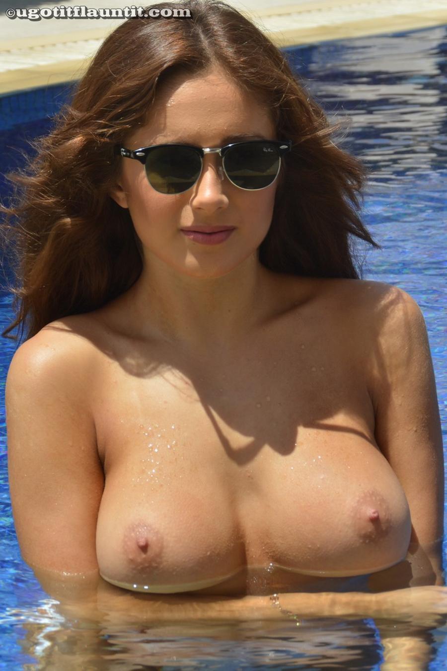 sophie-grote-tieten-in-bikini-en-naakt-07