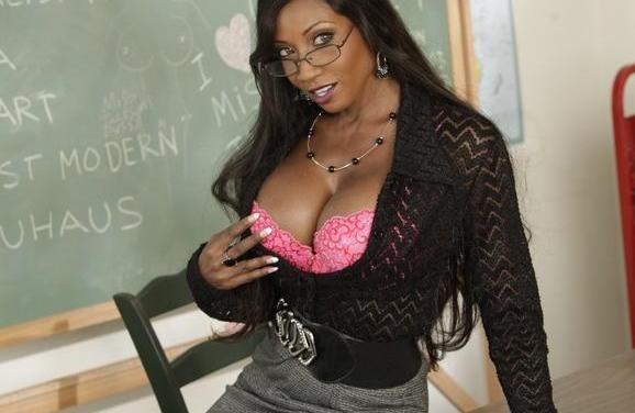 Diamond Jackson, geile getinte lerares doet leerling