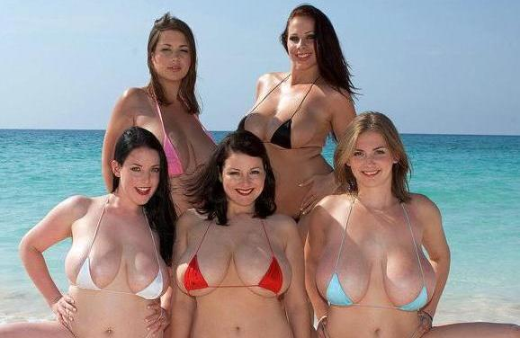 Naakte Vrouwen, vijf vrouwen met grote tieten op het strand, en meer