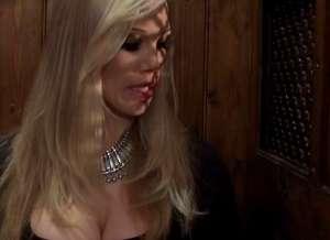 Rebeca Moore, geile milf met grote tieten, heeft seks met een priester