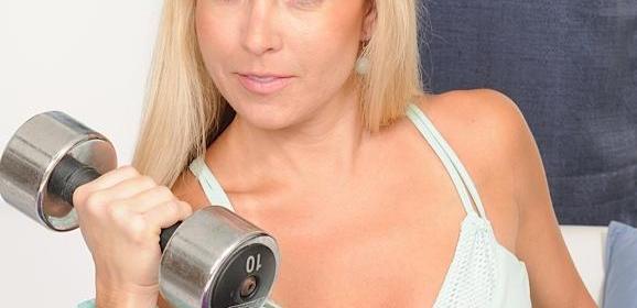 Sportieve Milf, Chelsea Dunes, heeft een nogal grote vibrator