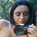 Inga is blote selfies aan het maken