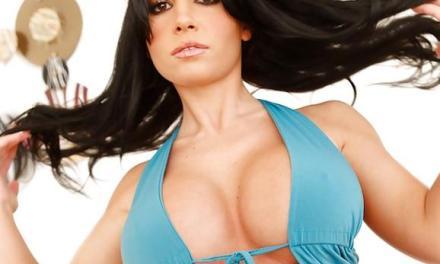 Rebecca Linares, Latina babe, van kleine tieten tot grote memmen