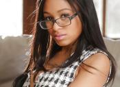 Ebony babe met grote borsten, Anya Ivy, kan geil neuken