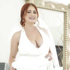 Mollige roodharige jonge vrouw, enorme borsten, heeft sex met de beste vriend van haar vader