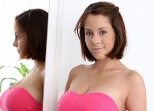 Tiener met grote borsten
