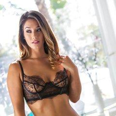 Modeontwerpster, Eva Lovia, heeft sex met een mannelijk model