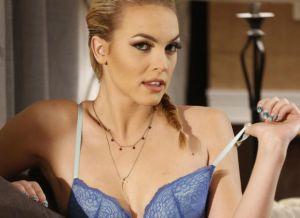 Keira Nicole, lekker blondje, heeft seks met Peter Pan