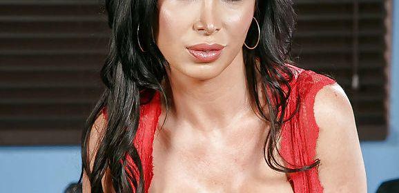 Het seksleven van een keurige huisvrouw, Nikki Benz