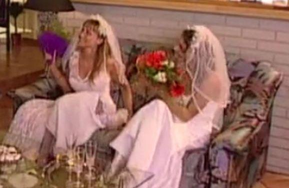 Man is getrouwd met twee vrouwen, zijn hele leven wordt één groot trio
