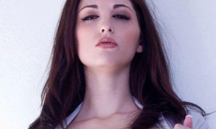 Carlotta Champagne een sensuele vrouw waar de erotiek van afdruipt