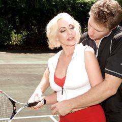 Neukend koppel maakt best lawaai, verstoren tenniswedstrijd 📷