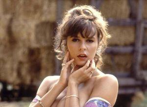 Retro bloot met de mooie Donna Ewin en haar grote borsten