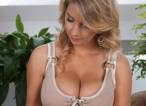 Kathy Kozy, geile blonde milf met grote tieten