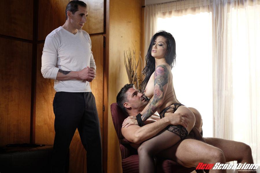 Katrina-Jade-laat-zich-neuken-echtgenoot-kijkt-toe-008