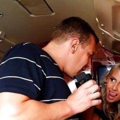 Man die seks in een vliegtuig van Ryan Air had, heeft zwangere verloofde thuis zitten 📷