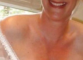 Vlotte dame van 47 jaar, grote tieten, houdt van rollenspellen
