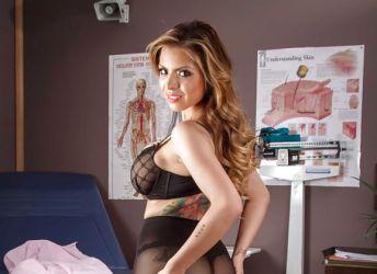 Naakte Vrouwen, van een Latina in lingerie tot een ebony milf met grote tieten