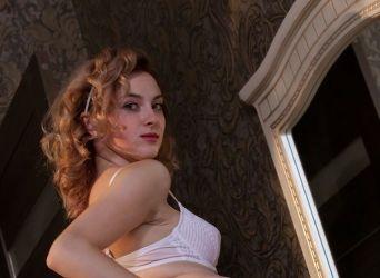 Naakte Vrouwen, van bloot op bed tot allemaal nieuwe seksspeeltjes