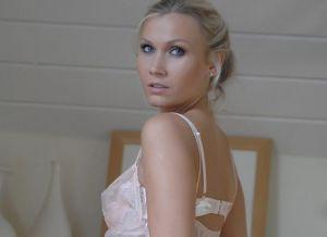 Michaela Pink, stijlvolle witte lingerie