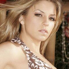 Knappe rijke vrouw heeft romantische seks met de man van haar dromen