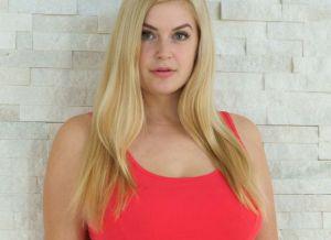Danielle, volle blonde milf met grote tieten