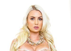 Gigi Allens, geile blonde echtgenote