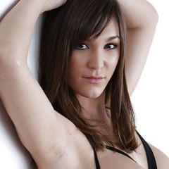 Holly Michaels heeft mooie en handige lingerie aan