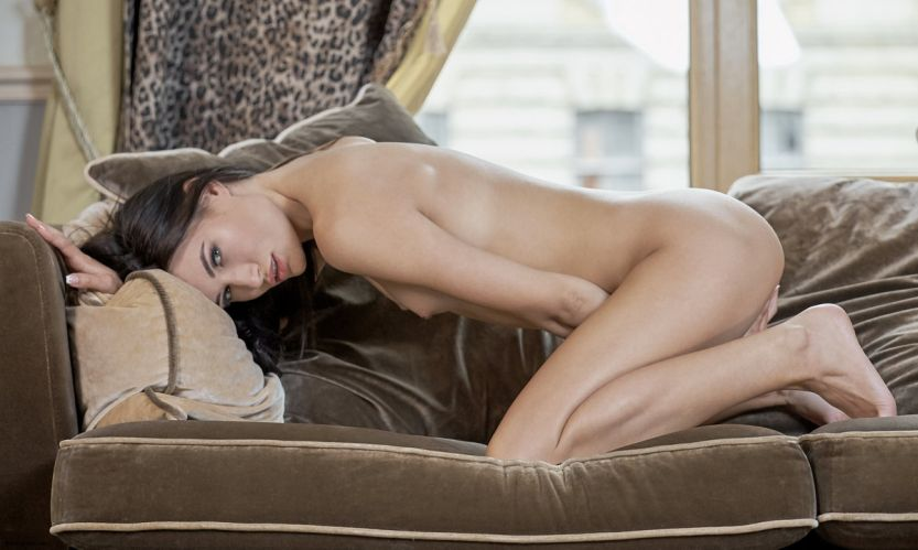 Natali, Russische schoonheid met kleine borsten en lange benen
