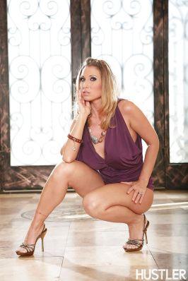 Devon-Lee-blonde-pornoster-met-grote-tieten-gaat-naakt-07