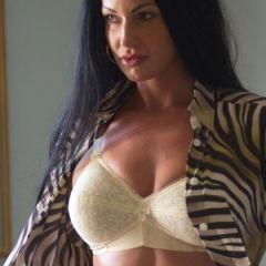 Naakte Vrouwen, van een kamerjas die uitgaat tot lingerie met veters