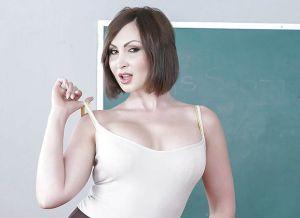 Yasmin Scott, zijn geile oude lerares