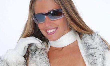 Ski-babe Lori-Anderson gaat naakt in de sneeuw