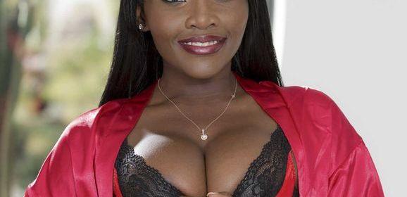 Osa Loveley, knappe ebony babe heeft interraciale seks, ze krijgt een facial