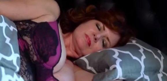 Stiefmoeder, sexy lingerie en grote tieten, heeft heerlijke ochtendseks