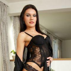 Kitana Lure, lekker geil en luxe zwarte lingerie